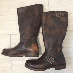 OMG, snag these Frye motorcycle boots!